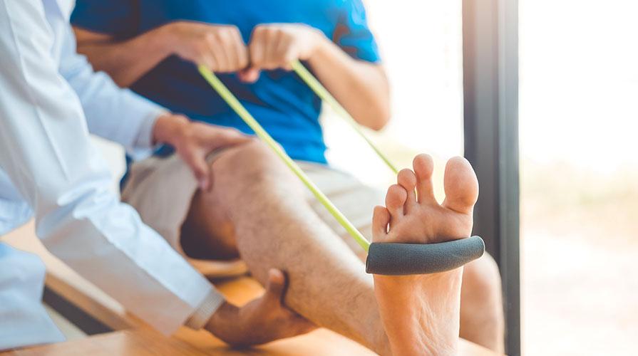 Leczenie i rehabilitacja stóp, ćwiczenia i zabiegi na stopy.