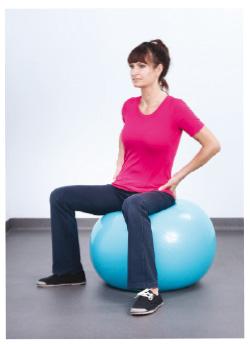 Ćwiczenia podczas miesiączki na piłce. Ćwiczenia na bolesne miesiączki.